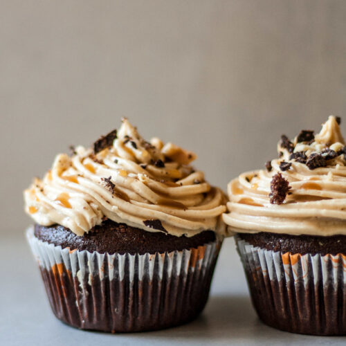 This gluten-free snickers cupcakes are low FODMAP, perfectly sweetened, indulging, delicious and yes they taste like the all-time favorite snickers bars!