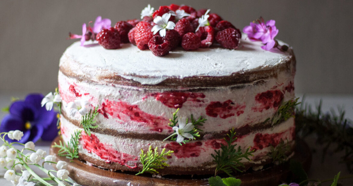 Low FODMAP Gluten-Free Naked Cake with Raspberries and Lemon. This cake is lactose-free, soft, creamy, super light, flavorful and very refreshing.