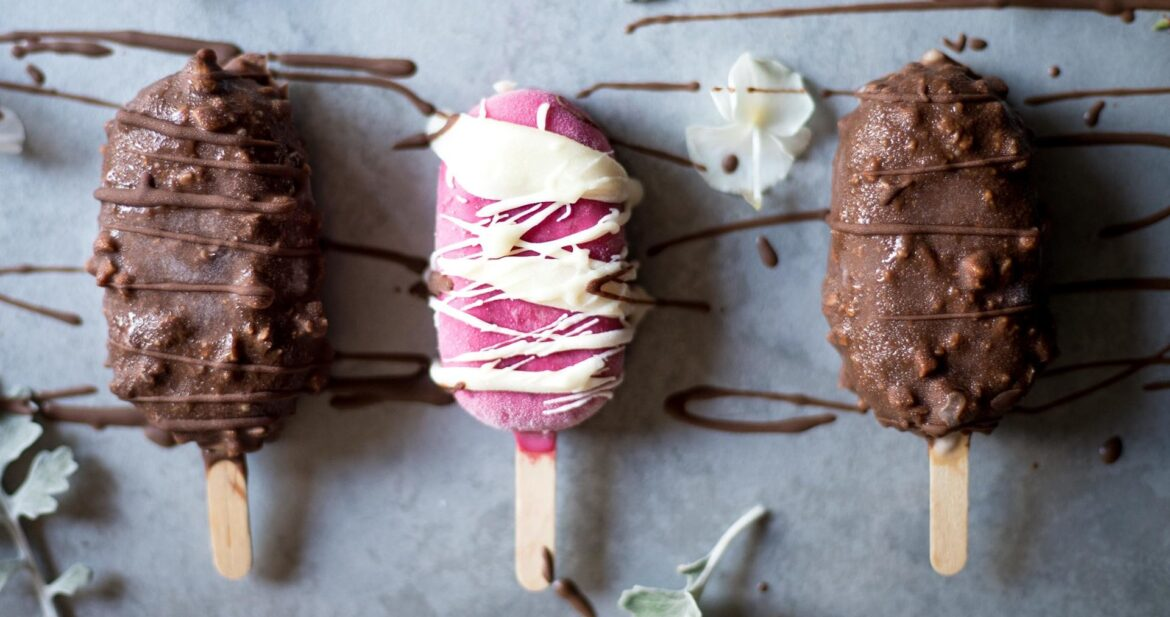 These 5 ingredients simple Vegan Magnum Ice Creams are low FODMAP, super healthy and very easy to make. The perfect healthy summer treats for the hot days.