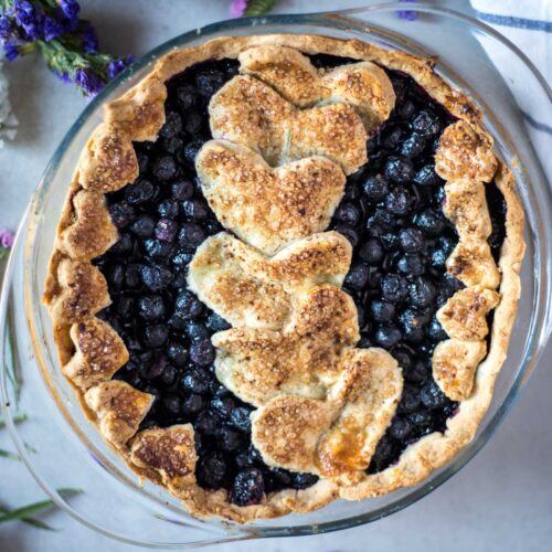 This Gluten Free Pie Crust is extra flaky, super sumple, low FODMAP and lactose-free. It is only 5 ingridents, and takes only 1h to make.