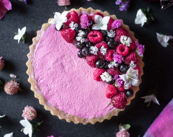 This Gluten-Free No-Bake Mixed Berry Tart is low FODMAP and lactose-free. It's flavorful, refreshing, perfectly sweetened with a super creamy texture.