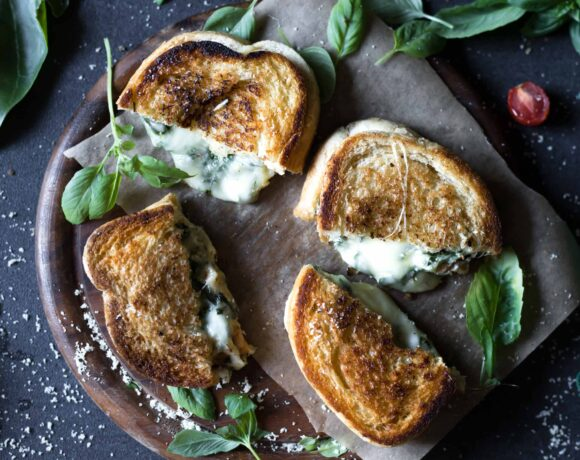 This Low FODMAP Grilled Cheese Sandwich with Spinach is super cheesy, crispy on the outside and soft on the inside, healthy and so delicious!