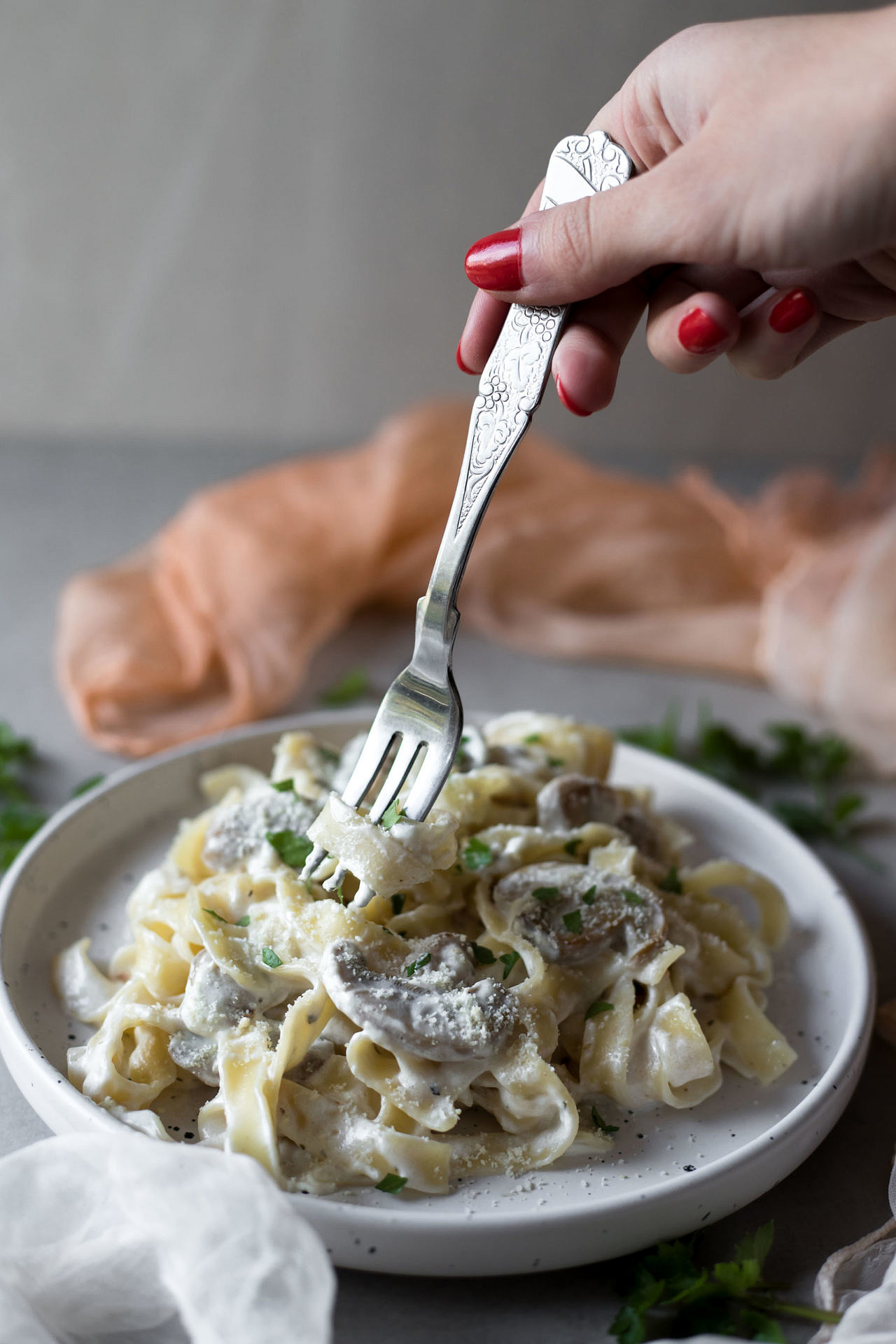 This Low FODMAP Mushroom Fettuccine is super creamy, flavorful and so delicious. Moreover is easy to digest and makes a filling lunch or dinner.