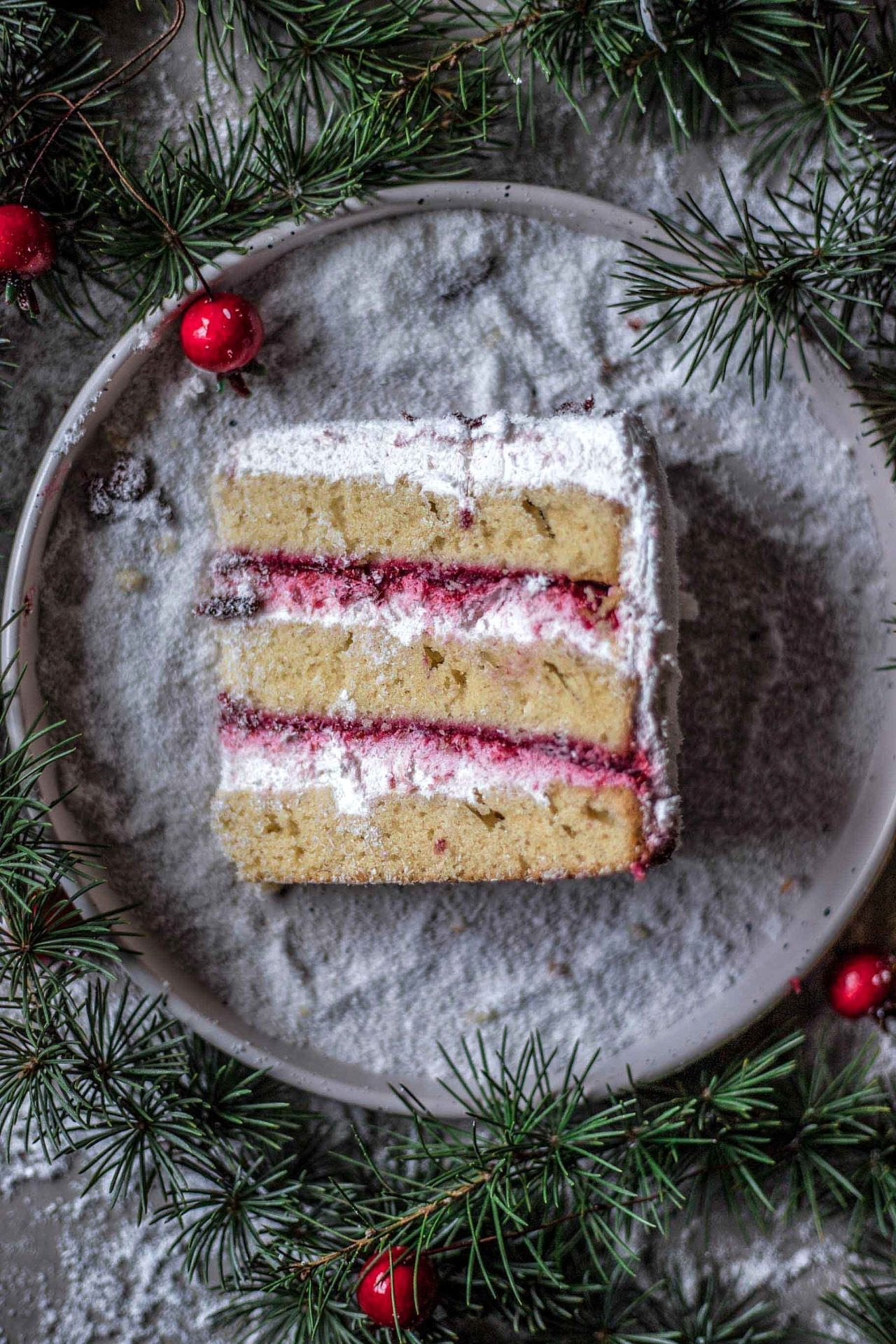 This Gluten-Free Cranberry Cake with Cream Cheese Frosting is super flavorful, light, fluffy, creamy, perfectly sweetened and so delicious.